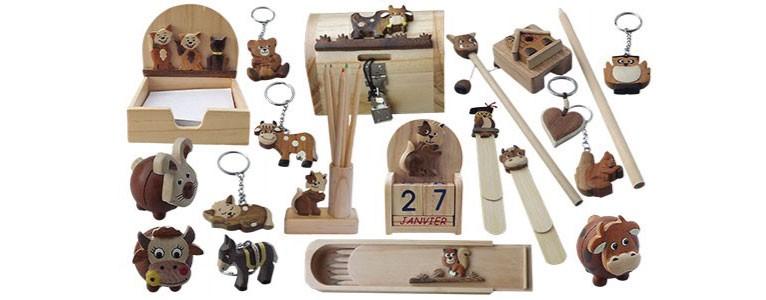 souvenir en bois marqueterie, porte clef, marque page, articles de bureaux